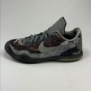 "Nike Kobe X 10 ""Pain"" Color-way Size 6Y"